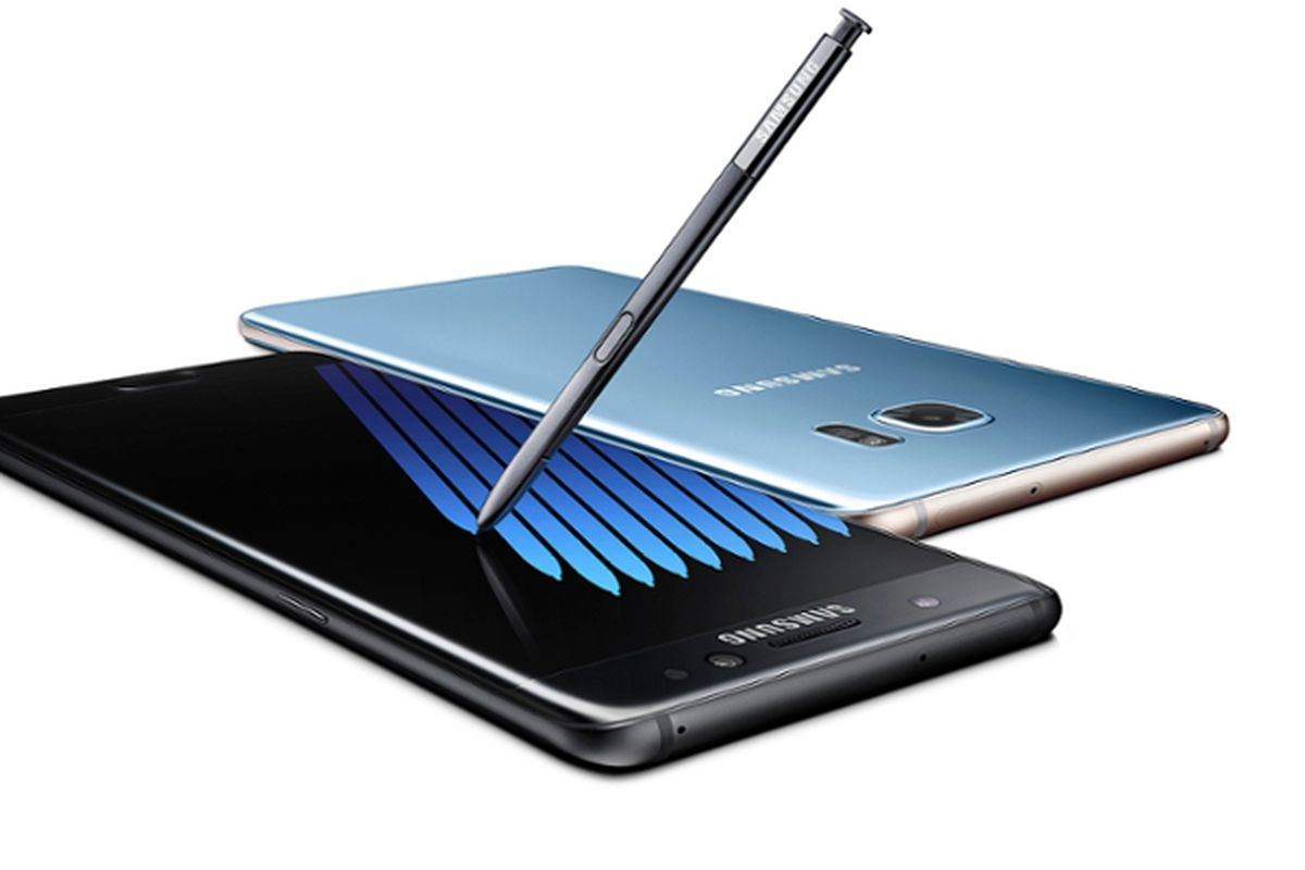 The Samsung Galaxy Note 7, top and bottom, on a white background with its stylus.