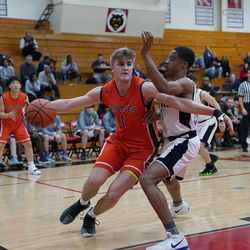 Naperville North's Tom Welch (1) gets into the paint in the first half, Saturday 02-02-19. Worsom Robinson/For the Sun-Times.