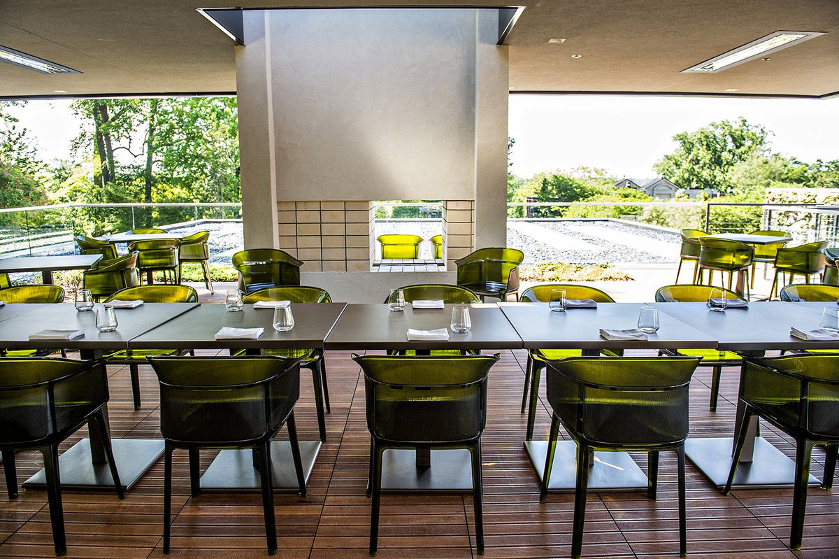 Take A Bite Out Of 24 Modern Dining Rooms: Inside Linton Hopkins' Sparkling Botanical Garden