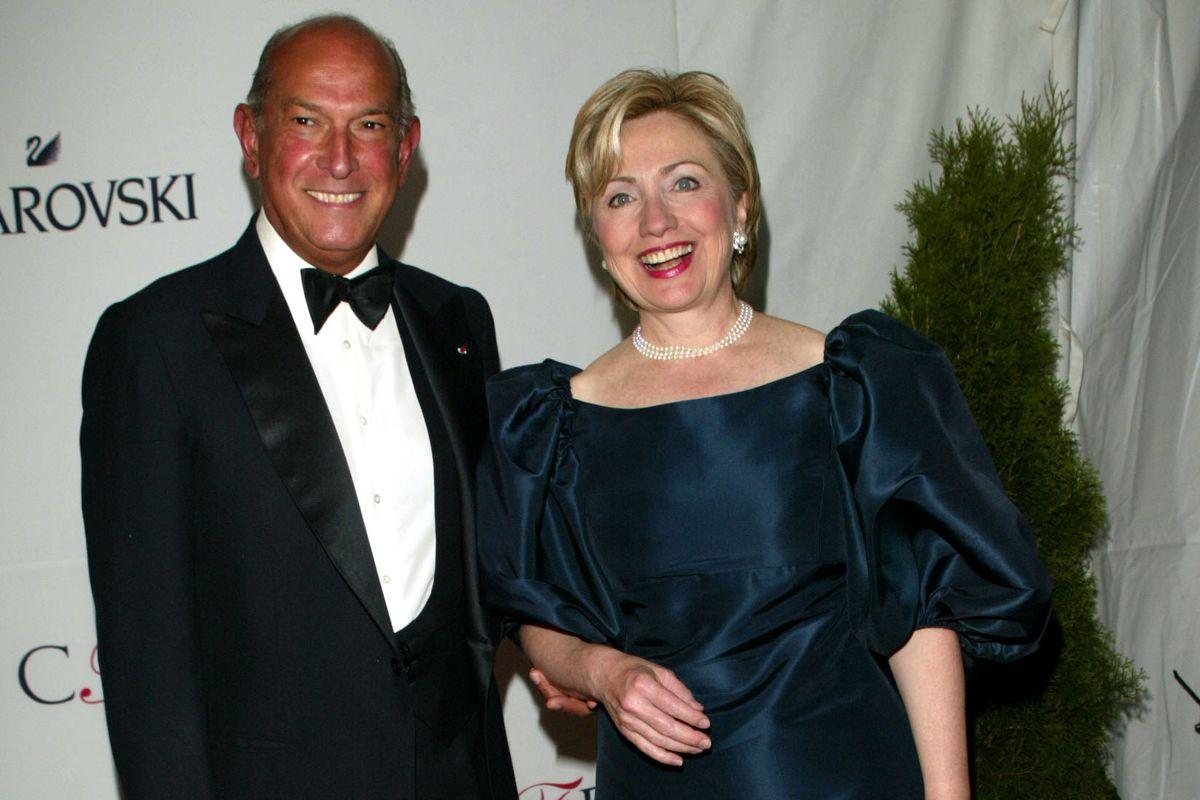 Hillary Rodham Clinton with Oscar de la Renta at the 2002 CFDA Fashion Awards