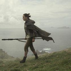 Star Wars: The Last Jedi  Rey (Daisy Ridley)  Photo: David James  ©2017 Lucasfilm Ltd. All Rights Reserved.