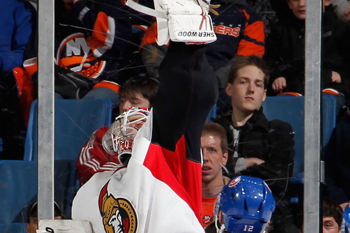 """When """"U Can't Touch This"""" comes on, Robin Lehner must dance."""
