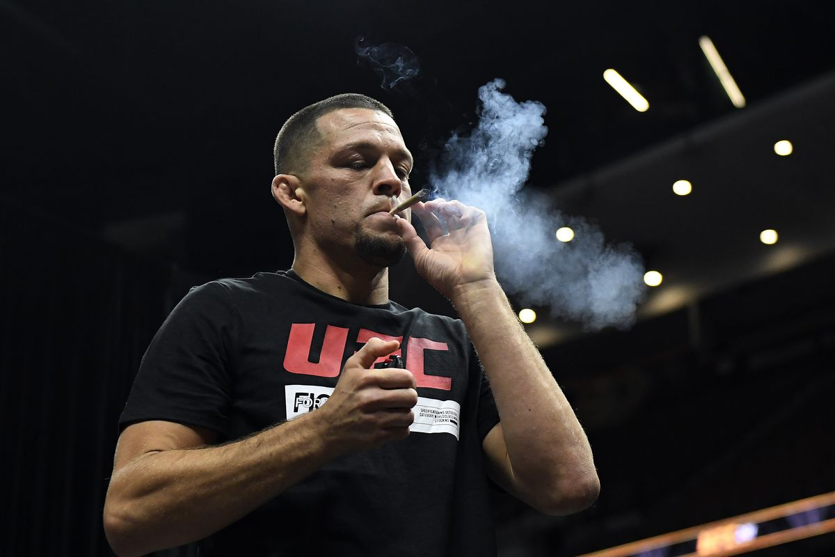 Nate Diaz smokes joint at UFC 241 Cormier v Miocic 2: Open Workouts