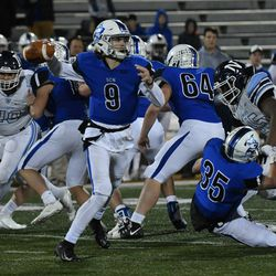 St. Charles North's Kyler Brown (9) rips a pass across the field. Worsom Robinson/For the Sun-Times.