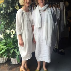 EPCF's co-founder Rachel Craven and her mama were twinning in white linen (her own design, of course).