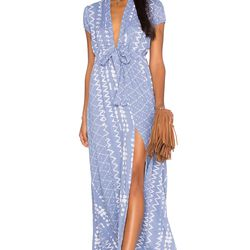 A wrap dress is always a chic and simple solution.
