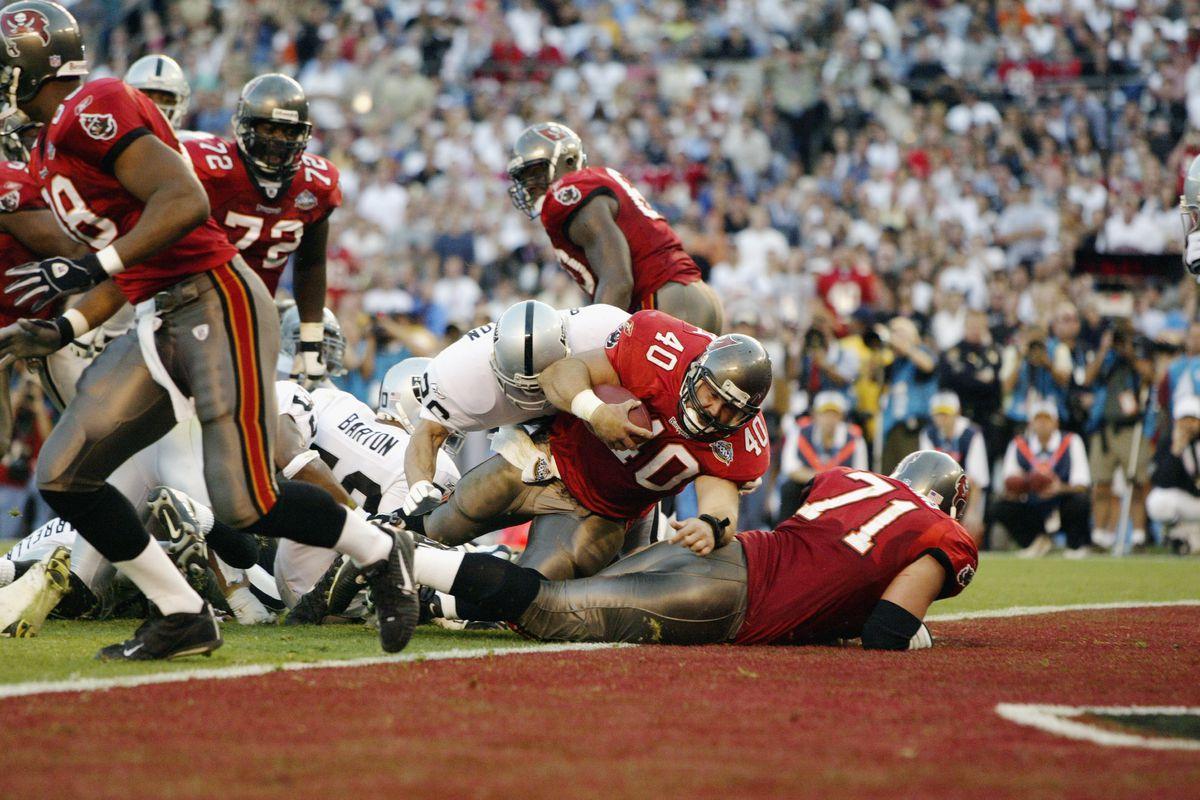 Alstott scores a touchdown