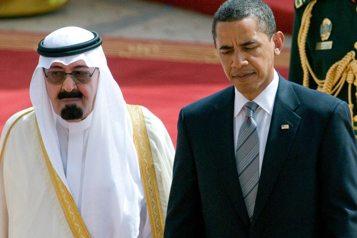 US President Barack Obama (R) and Saudi King Abdullah bin Abdul Aziz al-Saud walk together during an arrival ceremony at the King Khaled International Airport in Riyadh, Saudi Arabia, on June 3, 2009.