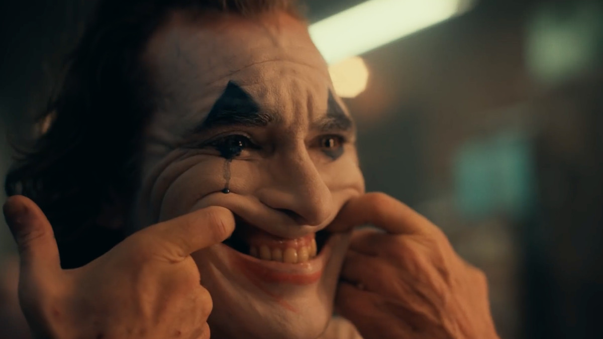 joaquin smiling in joker