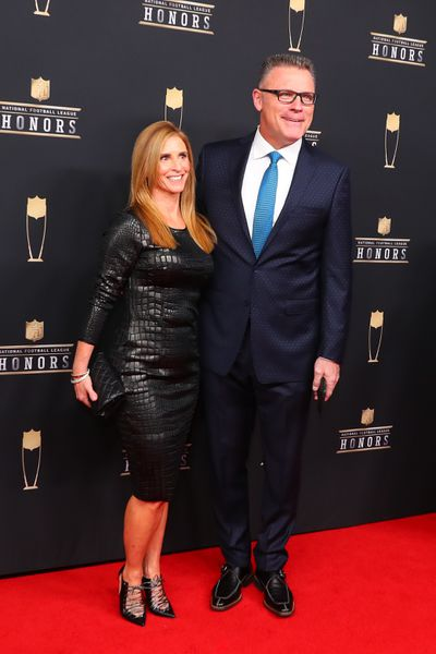 1093360788.jpg - Football and family go hand in hand for FOX NFL Sunday's Howie Long