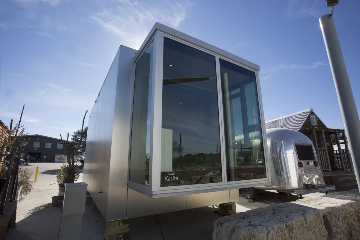 Small high-tech steel and glass house
