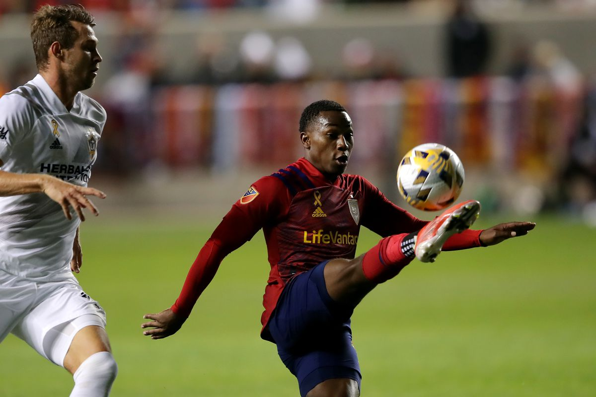Anderson Julio, wearing a red jersey, kicks the ball to himself before kicking the game-winning goal