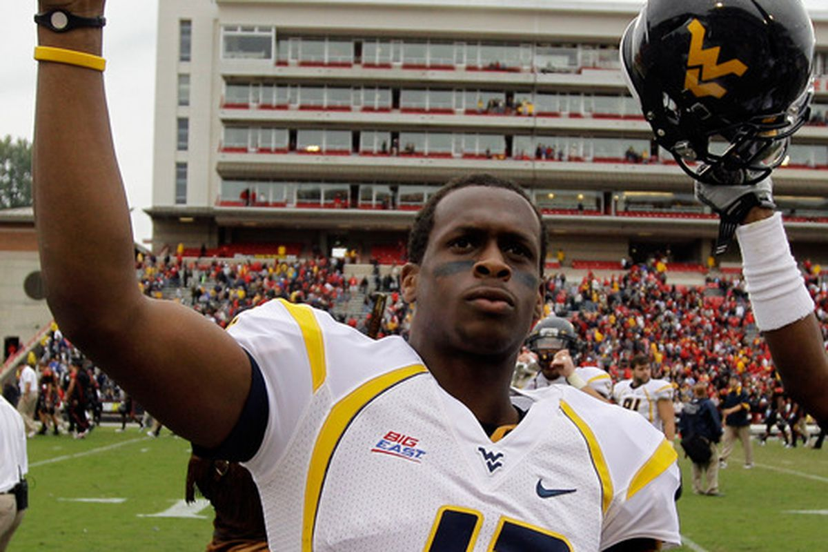 Quarterback Geno Smith #12 of the West Virginia Mountaineers (Photo by Rob Carr/Getty Images)