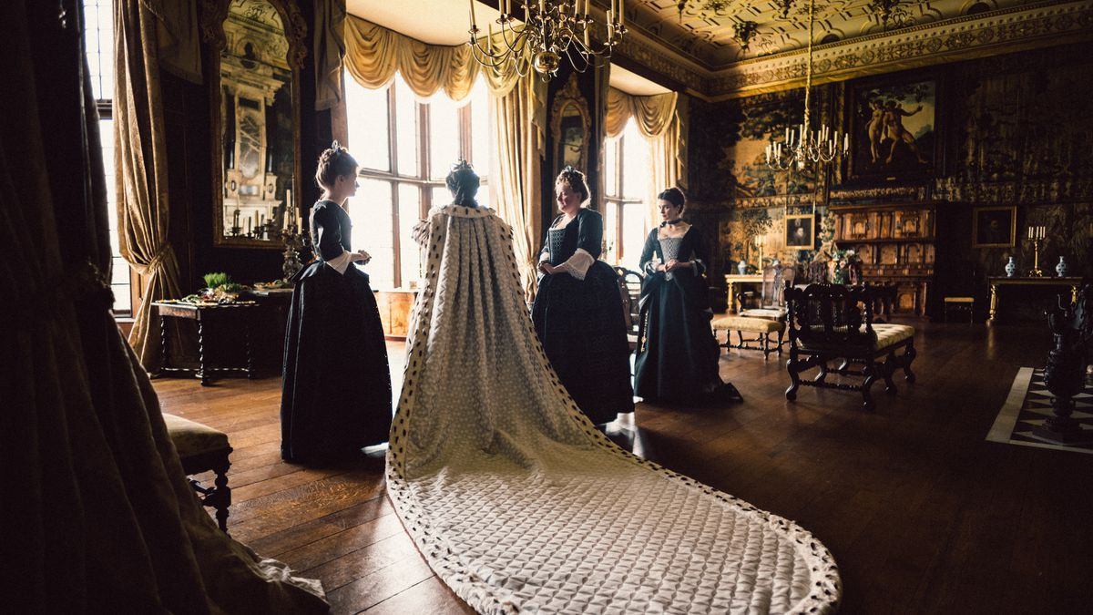 Oscars 2019: the beautiful, gross aesthetic of The Favourite, explained -  Vox
