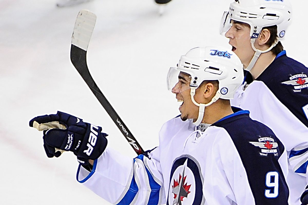 Evander Kane points to the bus