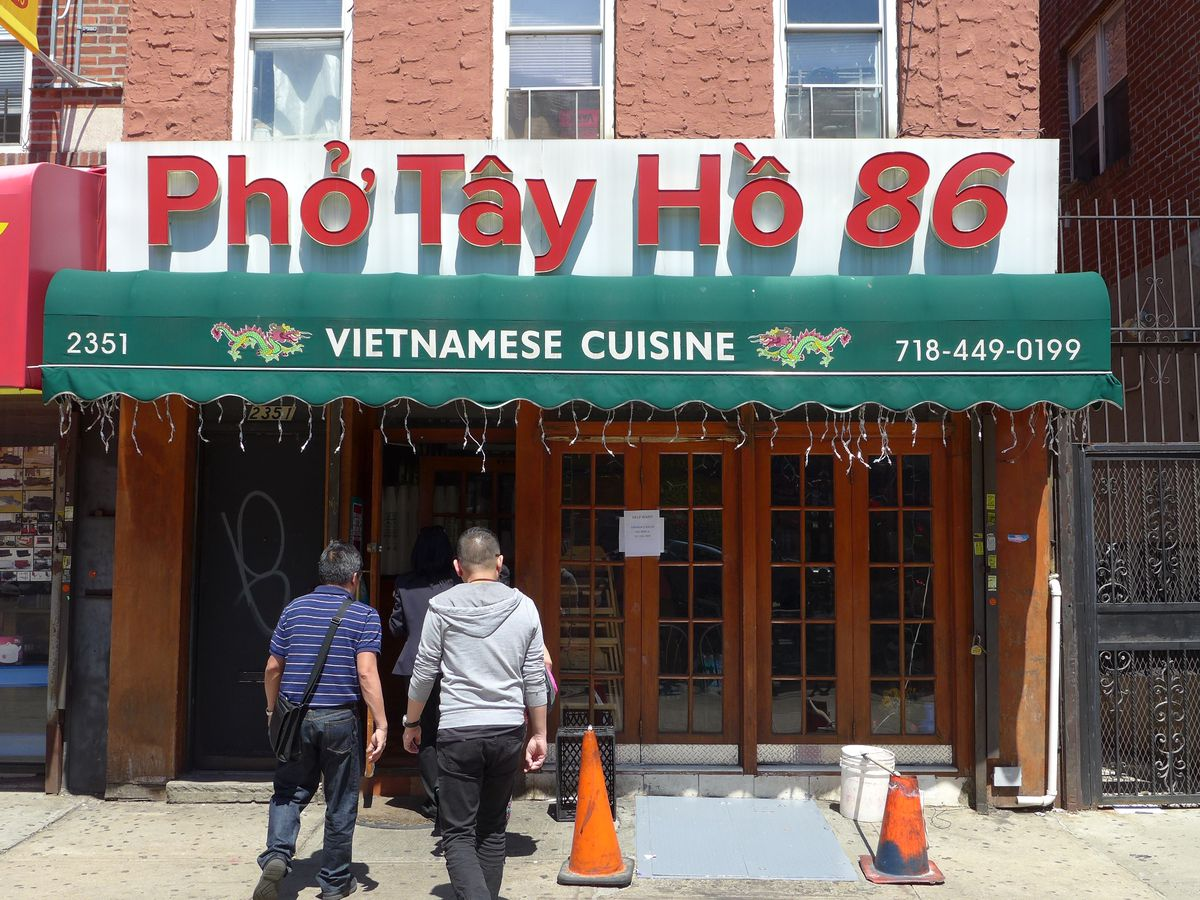 Pho Tay Ho lies on bustling 86th Street