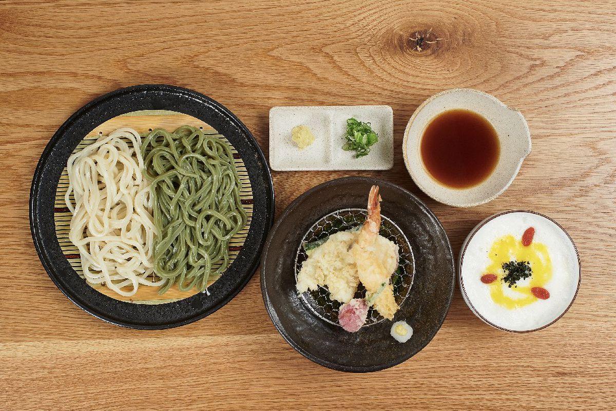 Tempura yamakake (whipped mountain yam), seiro soba with half and half noodles (zenryufun white and sasauchi green)at Hanon