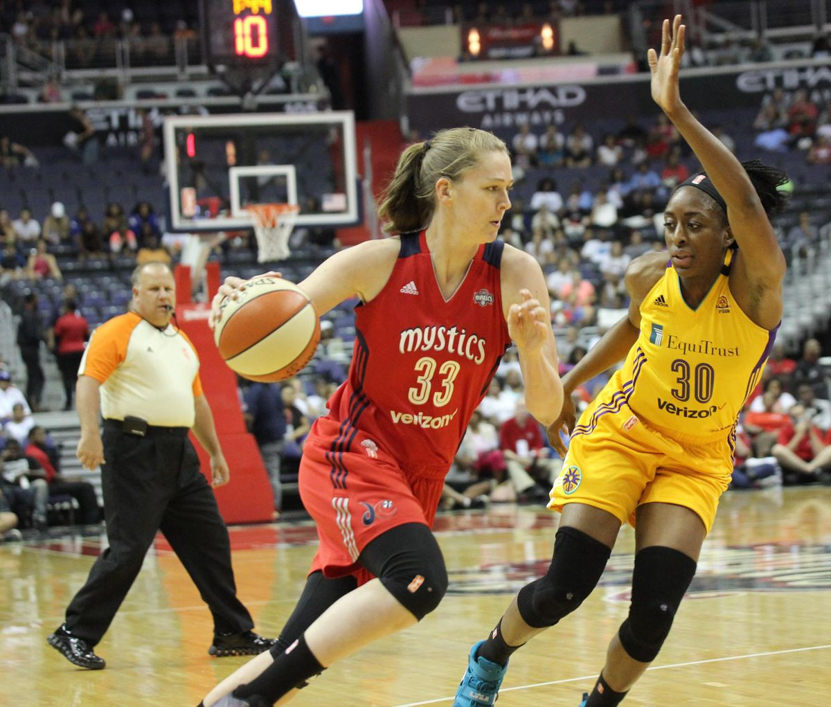 Emma Meesseman drives to the hoop against Sparks F Nneka Ogwumike.
