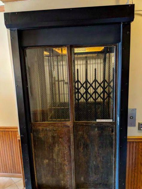 Potter elevator