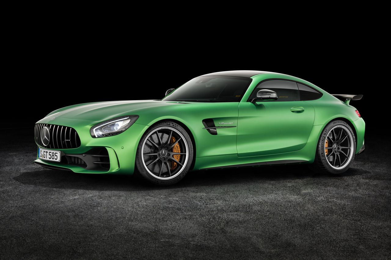 The new amg gt r is mercedes benz 39 s most hardcore sports for Sports car mercedes benz