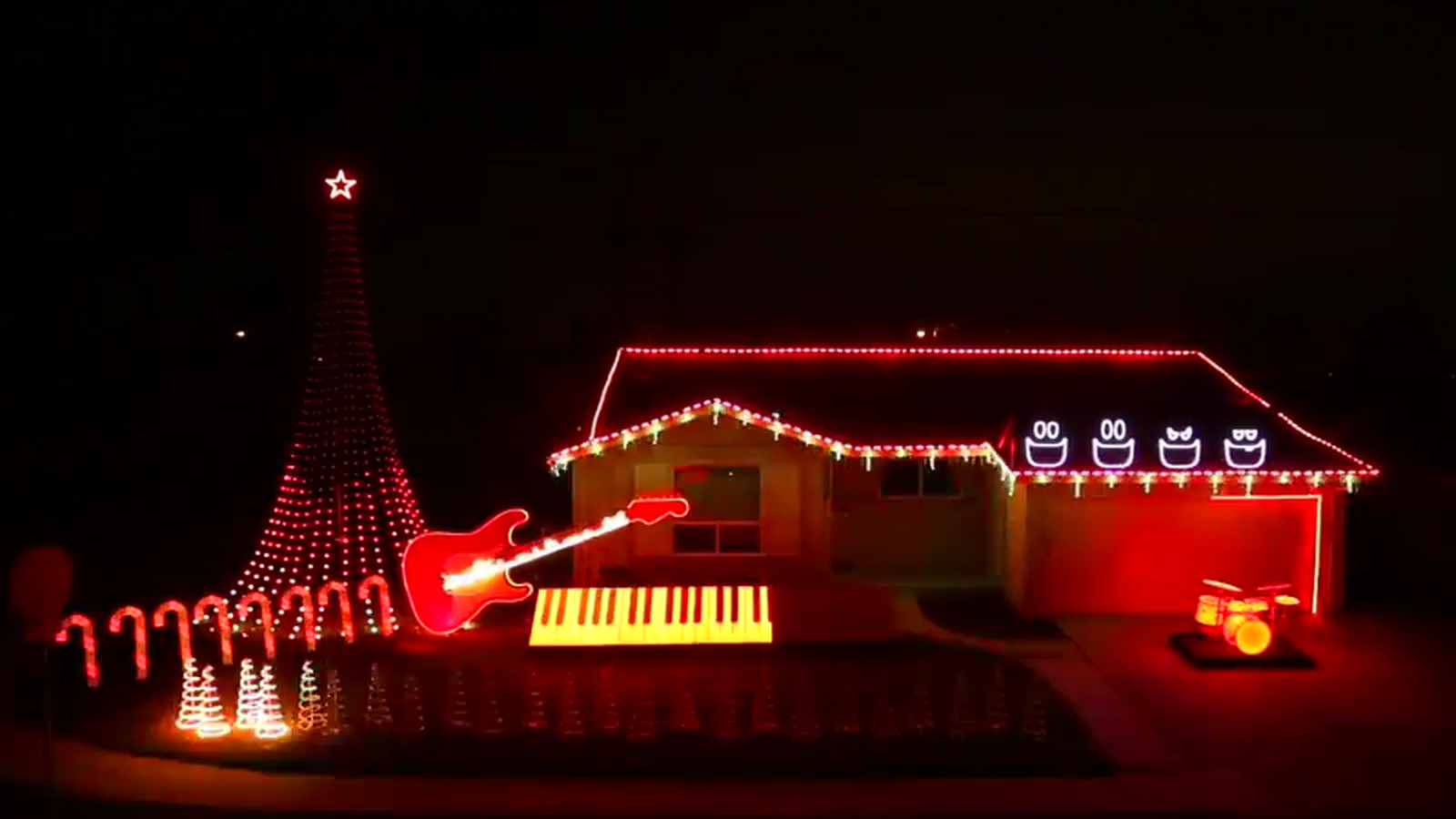 This Home S Amazing Star Wars Christmas Light Show