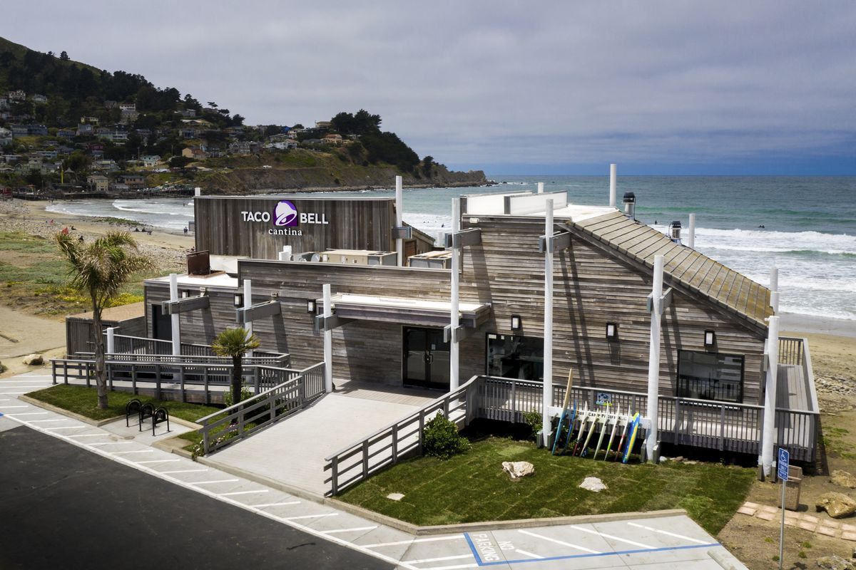 A seaside Taco Bell on the beach in Pacifica.