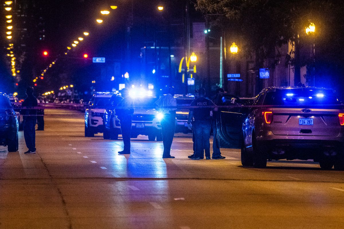 3 wounded, 1 fatally in Bronzeville shooting: police