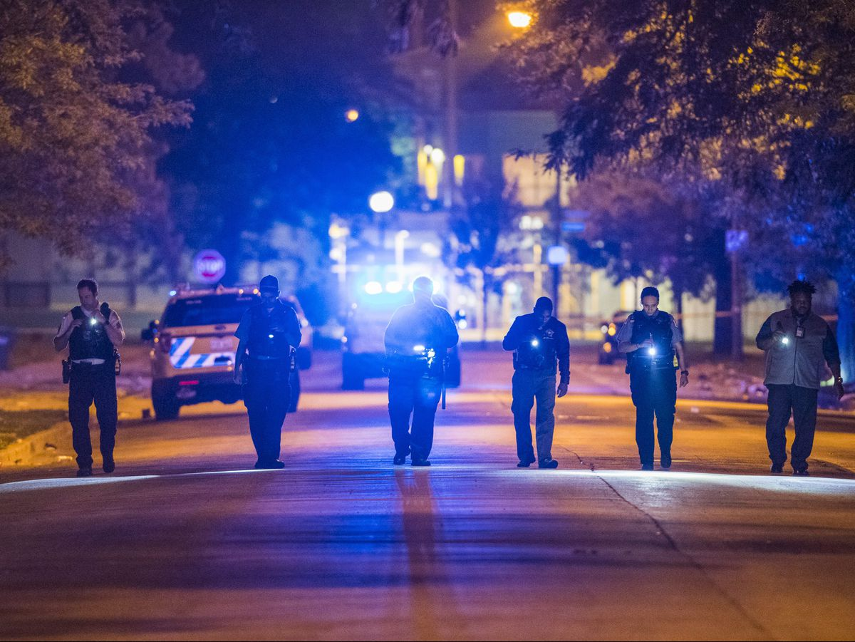 Chicago police investigate multiple people shot Monday night near Ellis Park in Chicago.   Tyler LaRiviere/Sun-Times