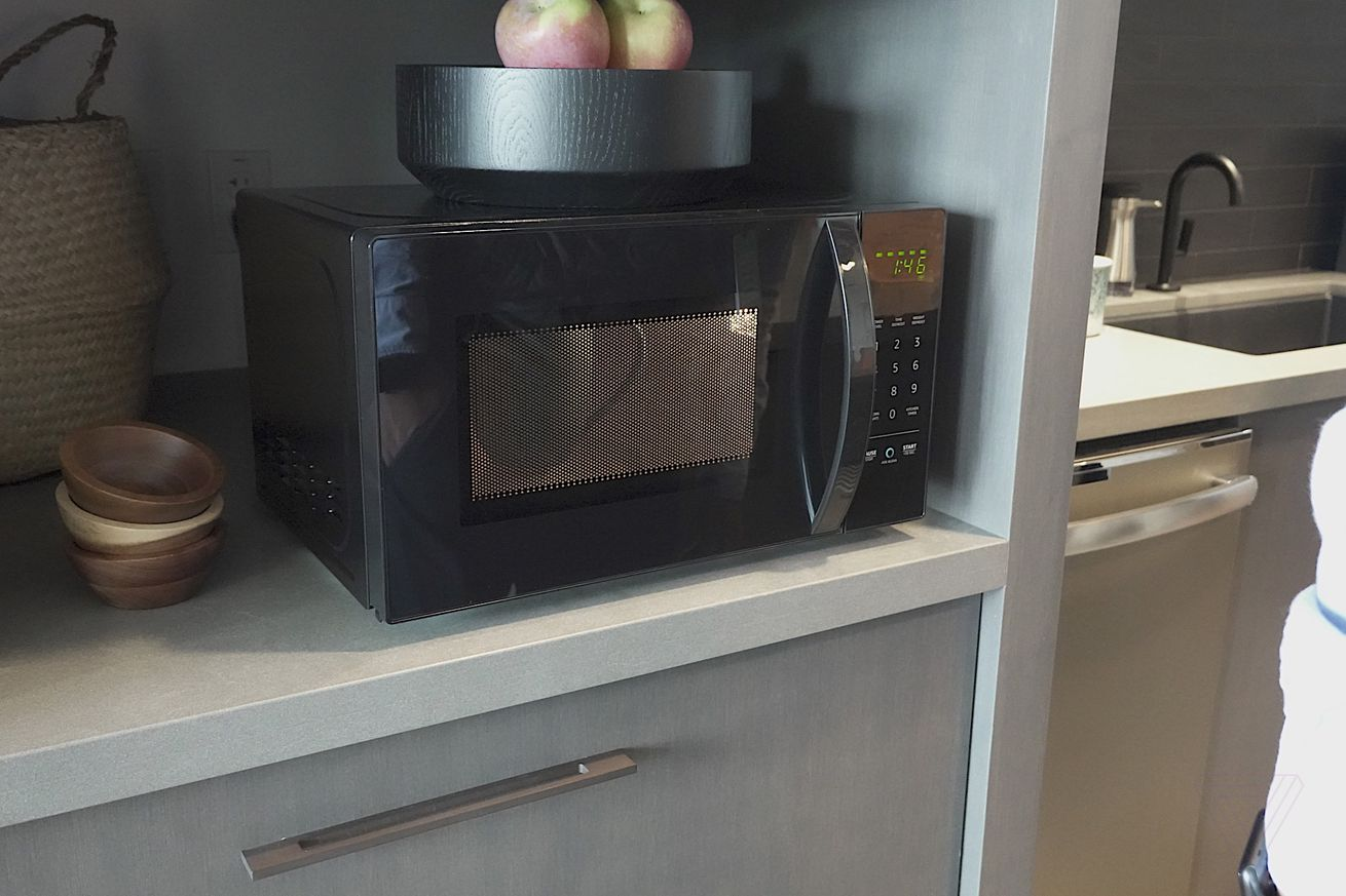 amazon s alexa enabled microwave hands on it cooks but does not speak