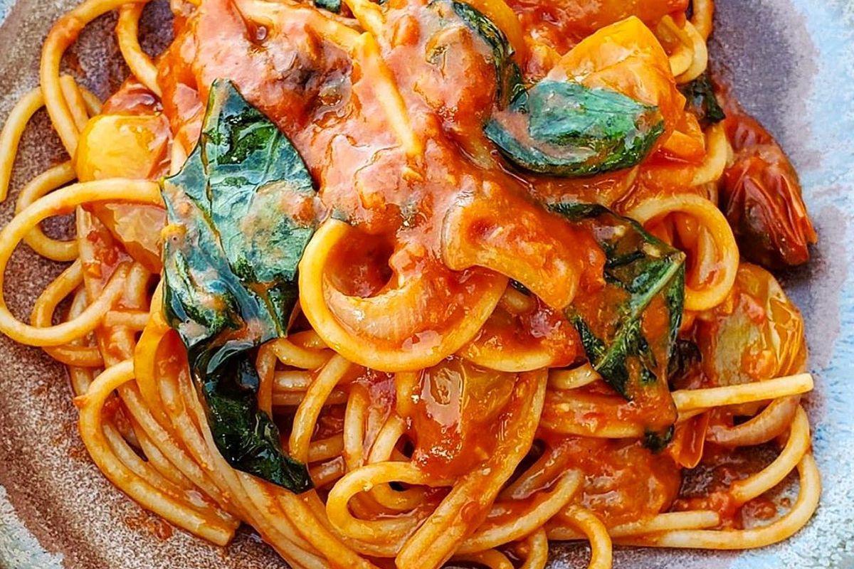 Spaghetti with a tomato sauce and basil