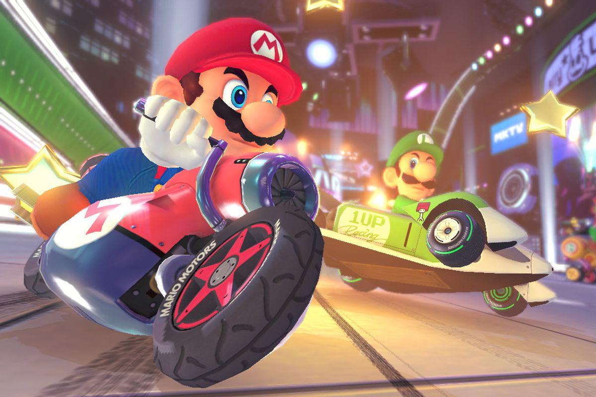 Mario Kart 8 - Mario and Luigi racing