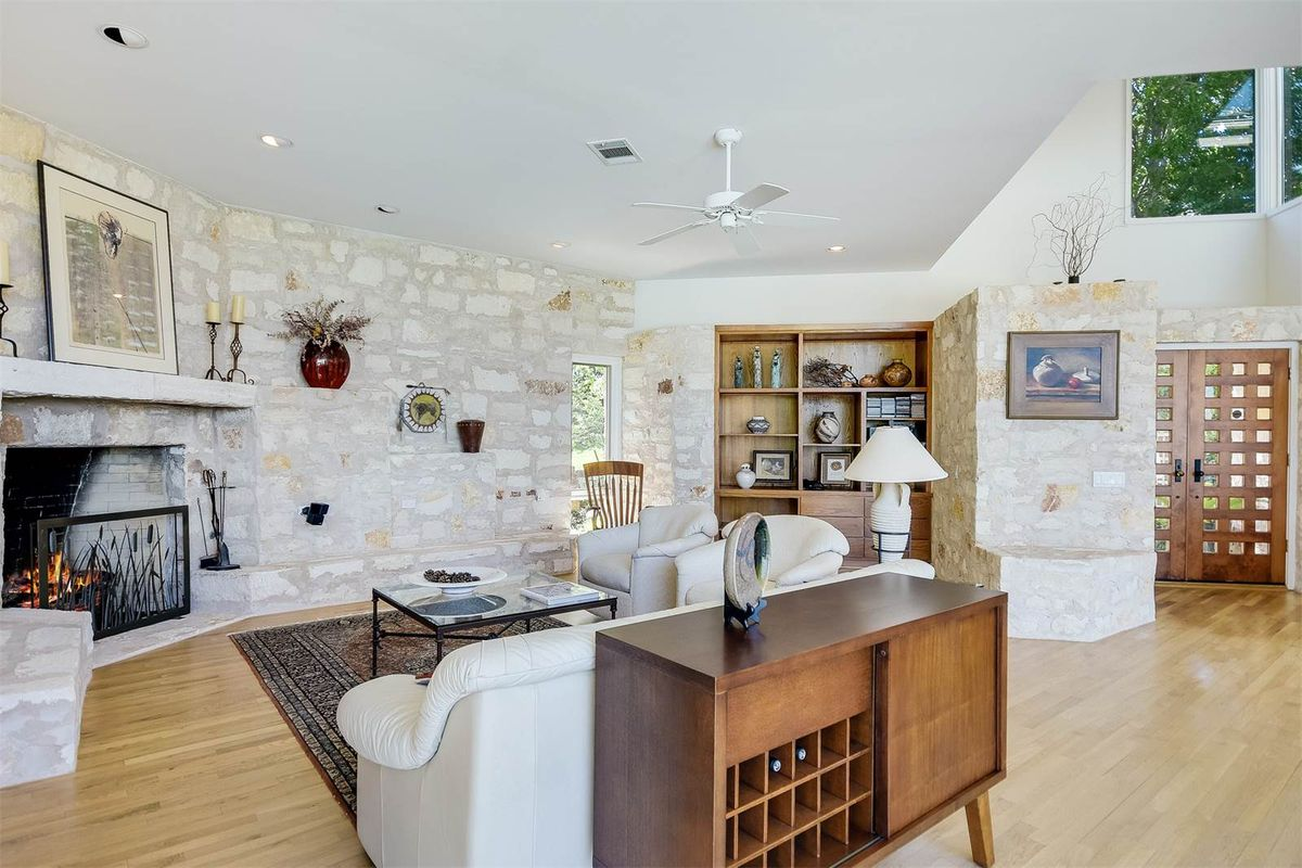 Stylish Lake Travis contemporary asks $1.2M - Curbed Austin