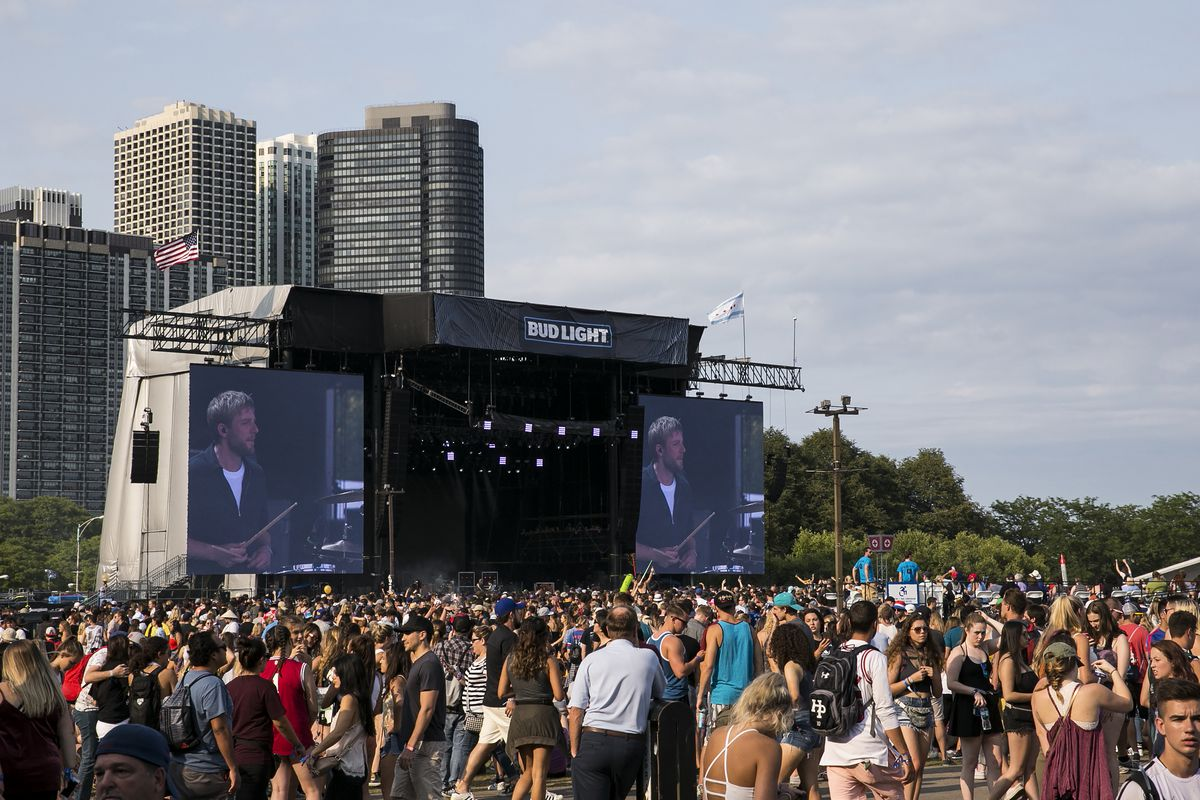 ,Thousands crowd into Grant Park for day four of Lollapalooza on Aug. 6, 2017.