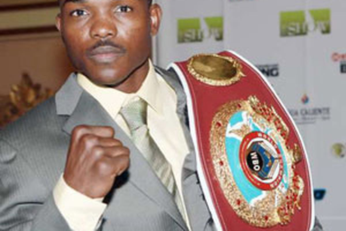 """Timothy Bradley retained his WBO junior welterweight title against Nate Campbell, but controversy ruled the day. (via <a href=""""http://www.latimes.com/media/photo/2009-07/48403716.jpg"""">www.latimes.com</a>)"""