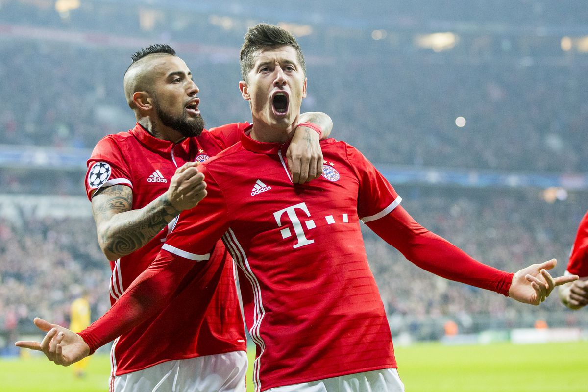 MUNICH, GERMANY - FEBRUARY 15: Robert Lewandowski (R) of Bayern Munich celebrates after scoring his team's second goal together with Arturo Vidal during the UEFA Champions League Round of 16 first leg match between FC Bayern Muenchen and Arsenal FC at Allianz Arena on February 15, 2017 in Munich, Germany. (Photo by Marc Mueller/Bongarts/Getty Images)