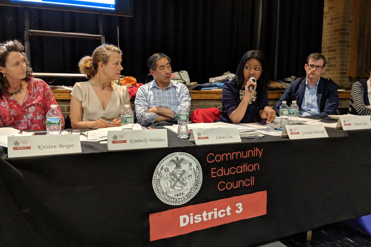 CEC member Genisha Metcalf speaks at Wednesday's hearing on a proposal to desegregate Manhattan's west side middle schools.