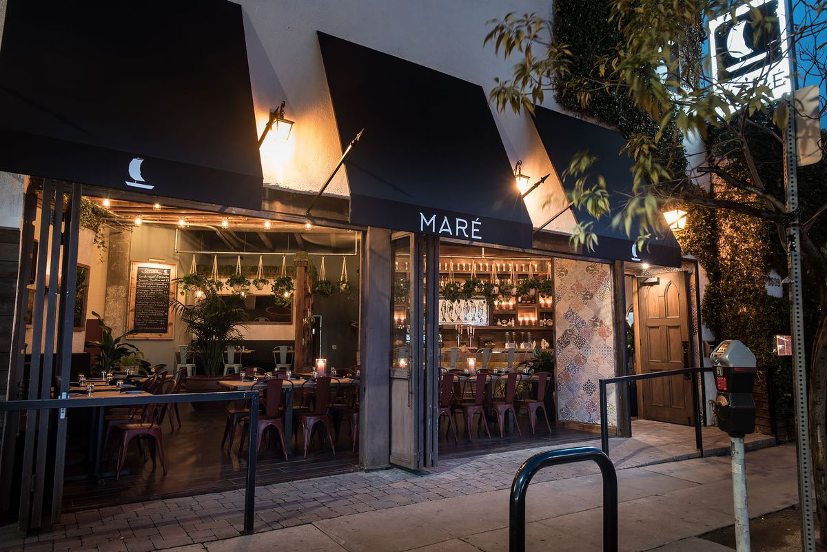 Maré Charms Silver Lake With Low Lighting and Late Nights