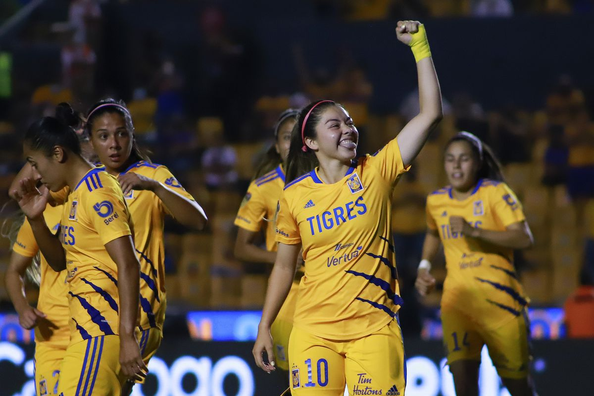 Katty Martínez has eleven goals in nine games, tying her for the league lead.