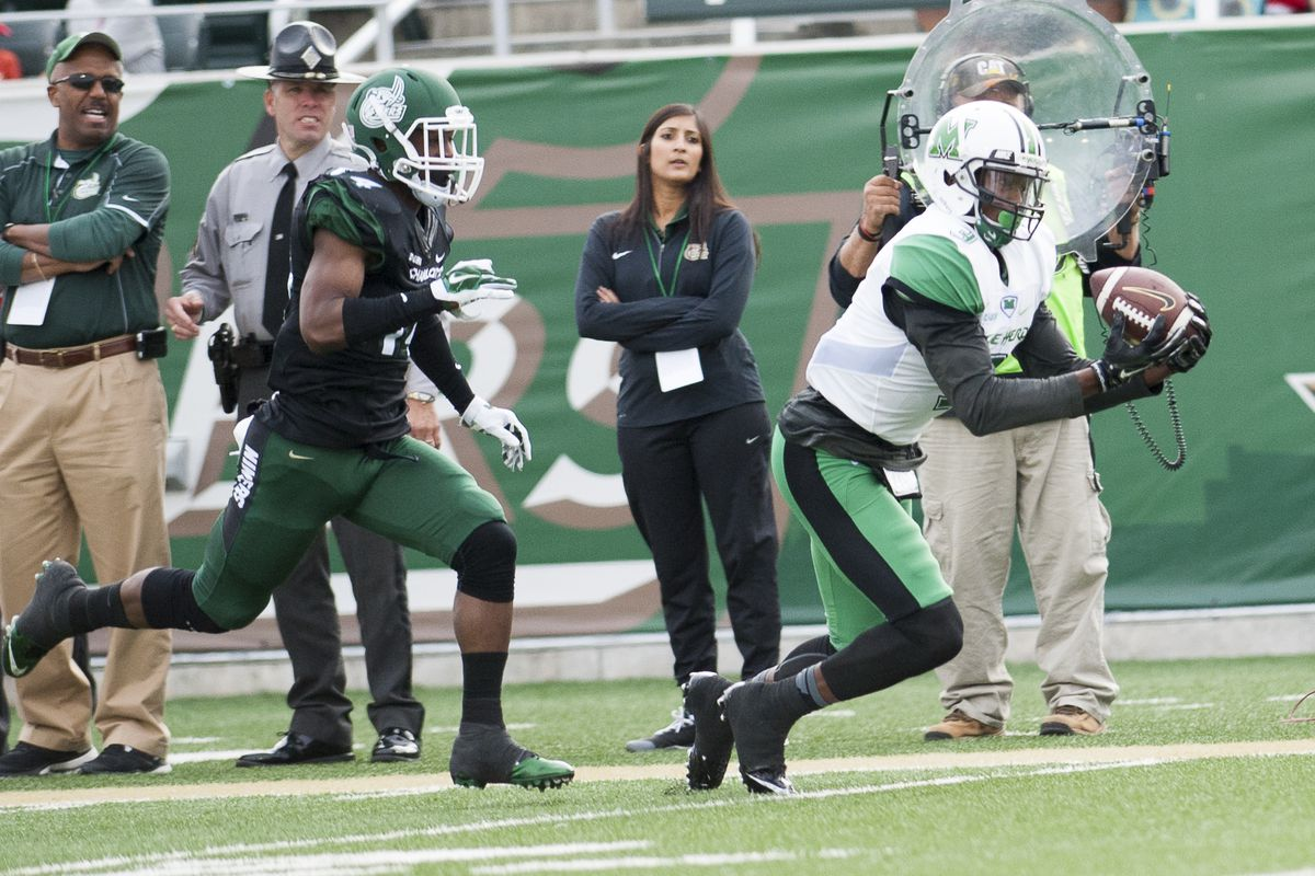 Marshall's Davonte Allen (3) hauls in one of his 12 passes in a win over Charlotte.