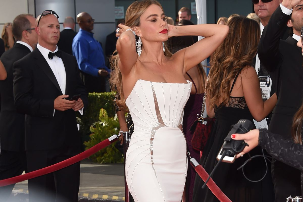 The Emmys Put Sofia Vergara On A Rotating Pedestal And It Was