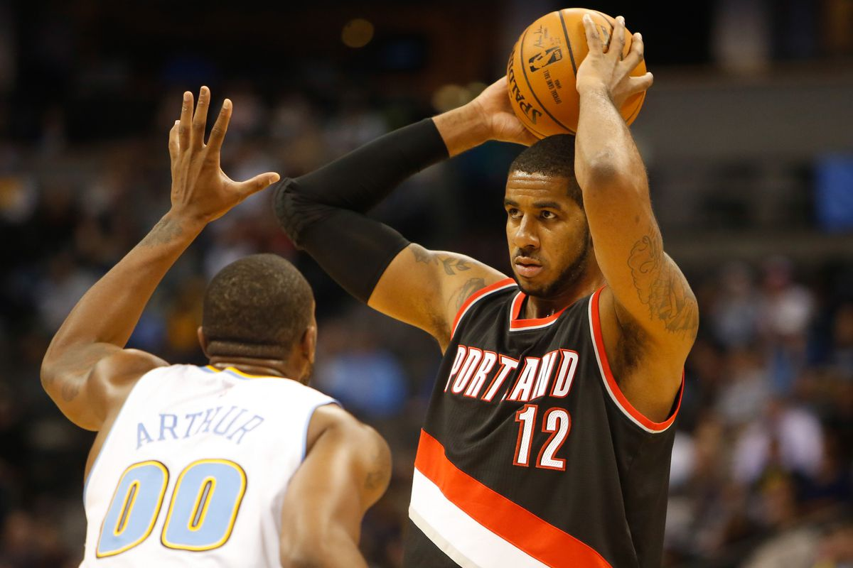 LaMarcus Aldridge seeks an open teammate while being defended by Darrell Arthur