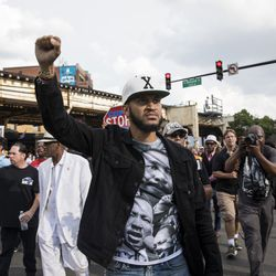 Anti-violence protesters march to Wrigley Field   Ashlee Rezin/Sun-Times