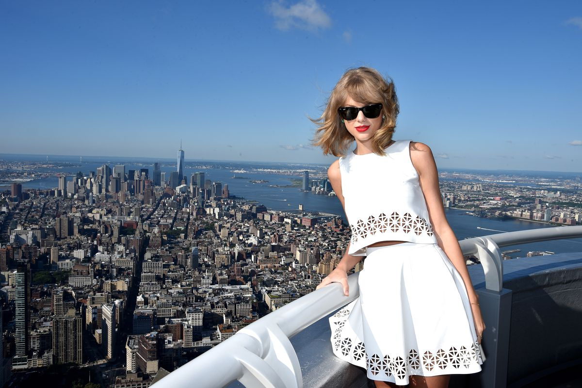 Taylor Swift on top of the world (Empire State Building)