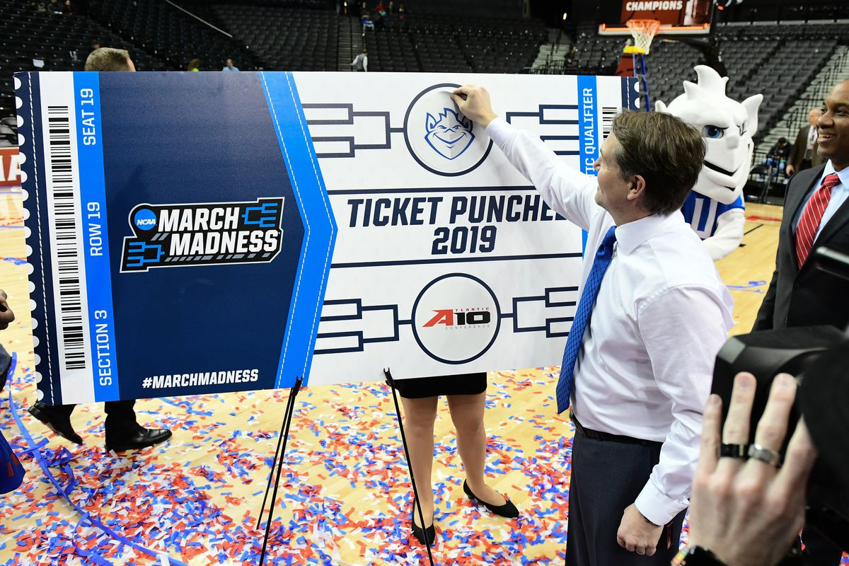 Saint Louis Billikens head coach Travis Ford puts the team logo on the brackets after winning the A10 tournament 55-53 over St. Bonaventure Bonnies in the Atlantic 10 Conference Tournament at Barclays Center.