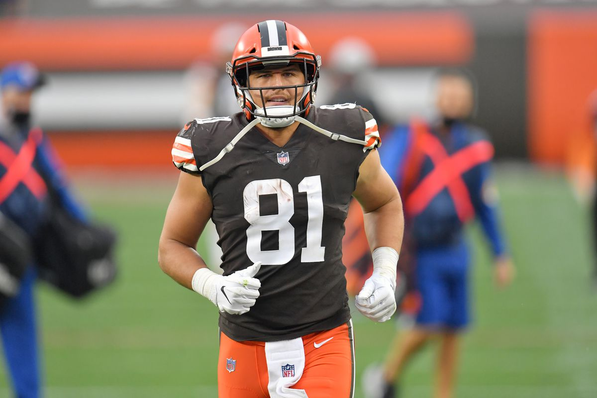 Tight end Austin Hooper #81 of the Cleveland Browns warms up after halftime against the Indianapolis Colts at FirstEnergy Stadium on October 11, 2020 in Cleveland, Ohio. The Browns defeated the Colts 32-23.