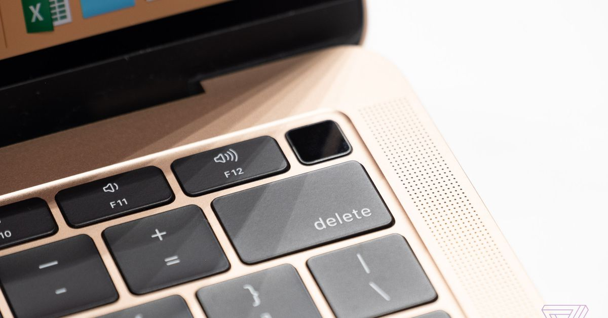 Apple says its T2 chip can prevent hackers from eavesdropping through your MacBook mic - 12 Closing the lid shuts down the microphone, without fail