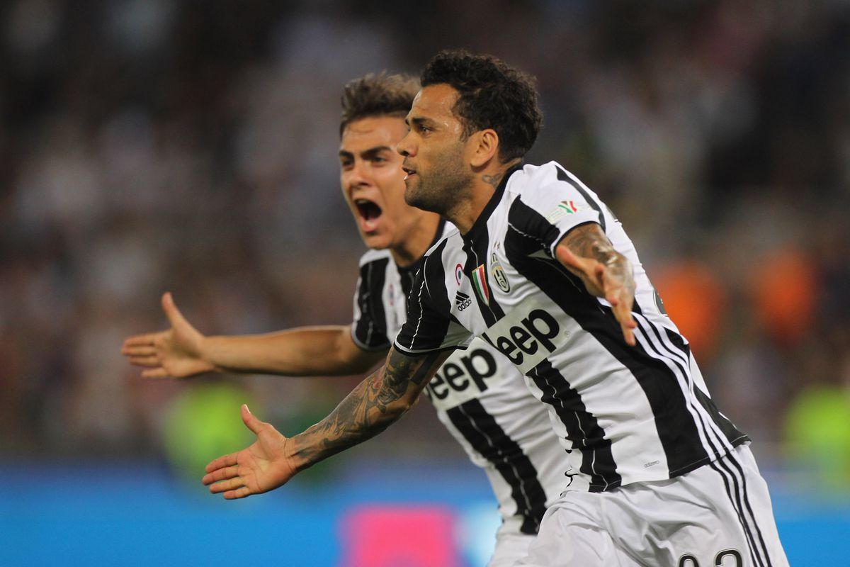 Dani Alves Agrees To Join Manchester City