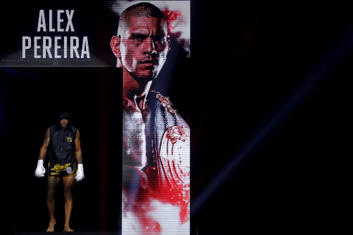 Former GLORY champ Alex Pereira walks to the ring in 2019.