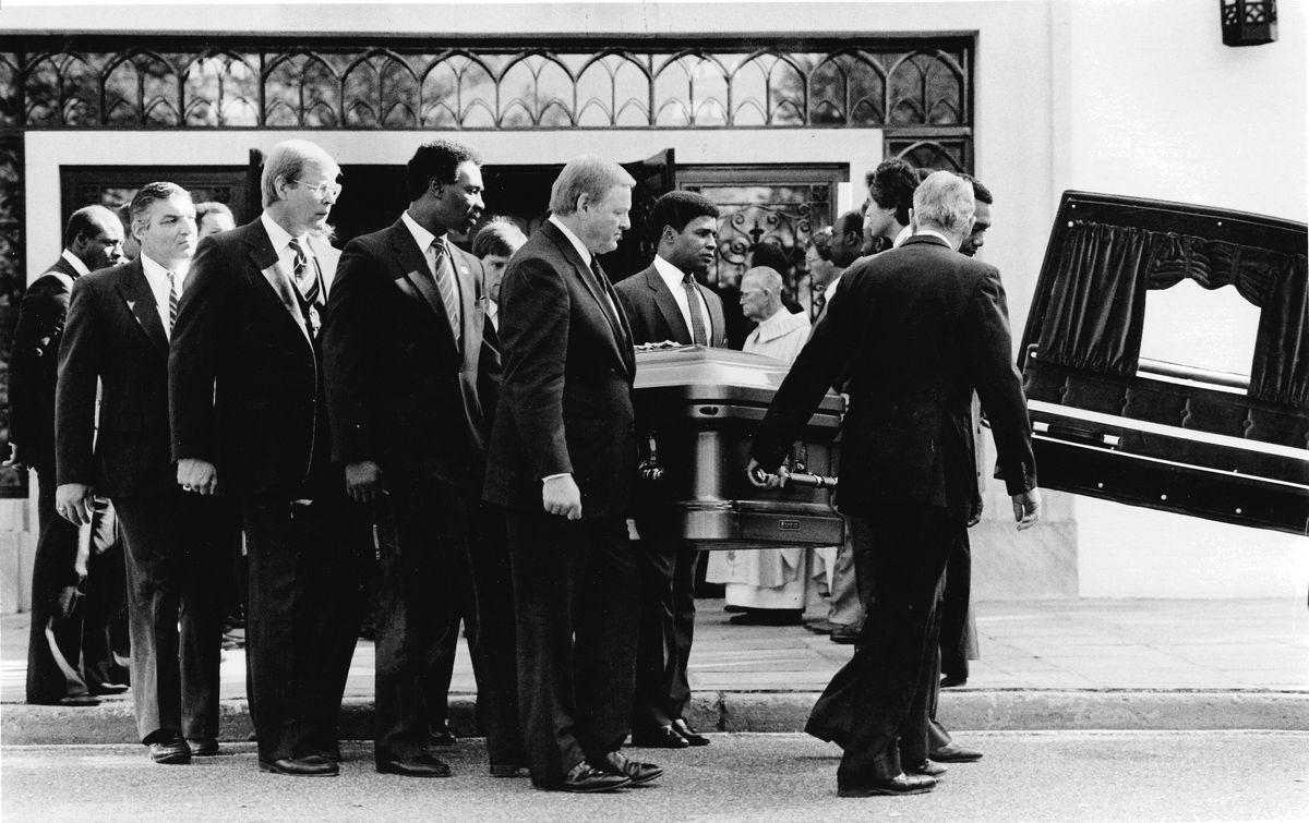 Funeral for former Redskin Jerry Smith
