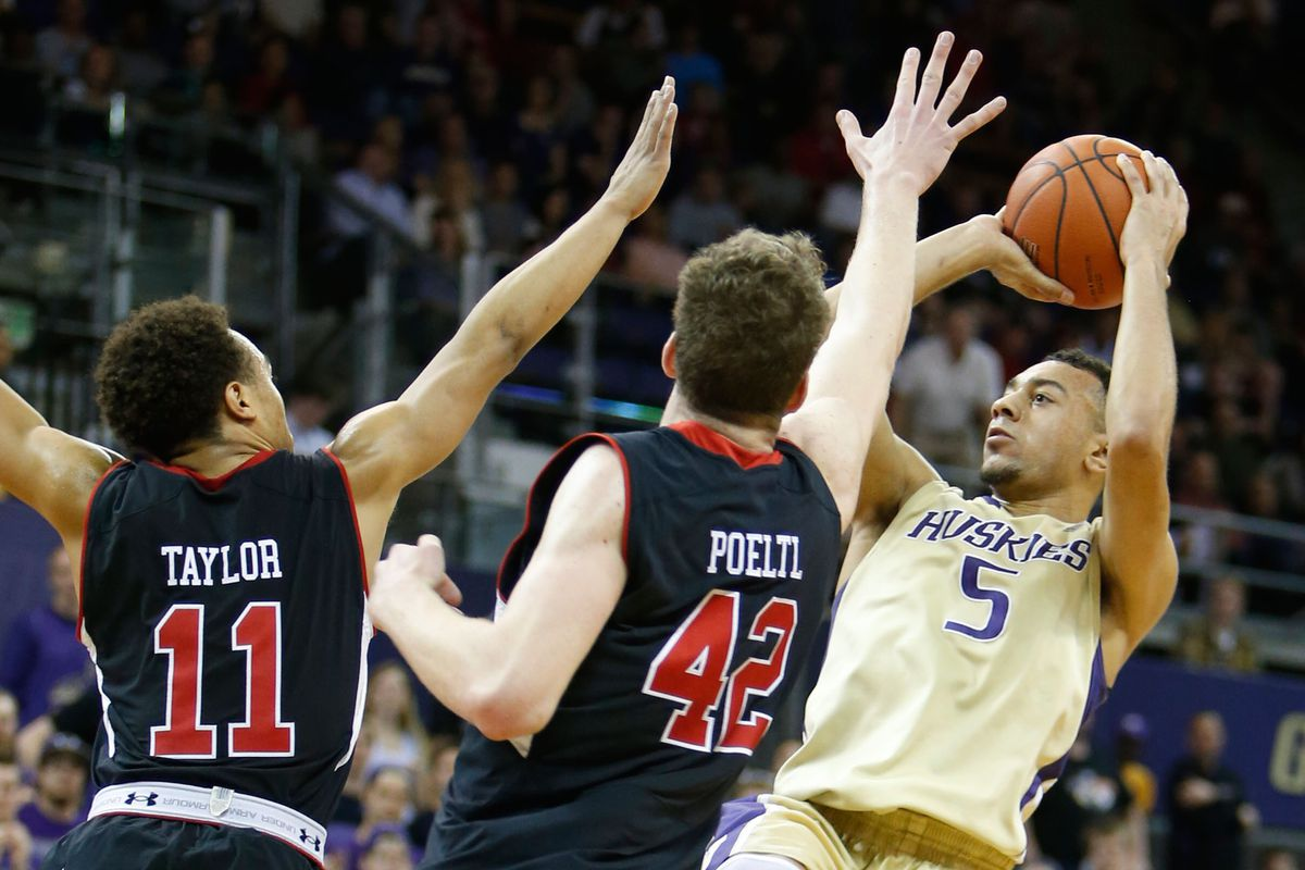 Nigel Williams-Goss pulls up on two Utes, and ended up torching the entire team for 28 points.